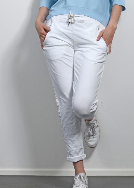 weiße Hose im Jogging Stil