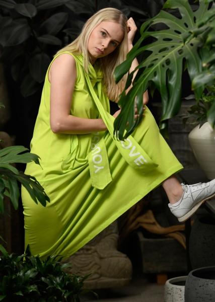 langes Kleid mit Kapuze in pistazie