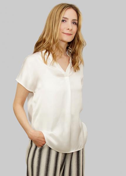Weich fließende Bluse in weiß